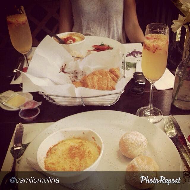 Gracias a @camilomolina por compartirnos esta foto desayunando en nuestro restaurante. El mejor #Brunch de la ciudad lo puedes disfrutar todos los domingos en #MundoVerde Vía Primavera desde las 9am y hasta las 12m. #BrunchMundoVerde