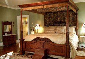 Eddyville, KY: Maple Hill Bed and Breakfast ($169-$199) [1 hr 35 min]