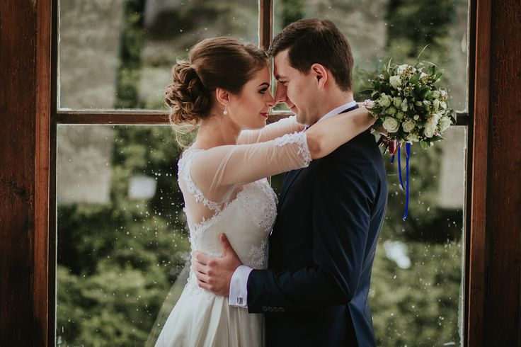 Gosia i Sebastian w Karlovej Studance - zimowy plener ślubny w okolicach miasta Prudnik