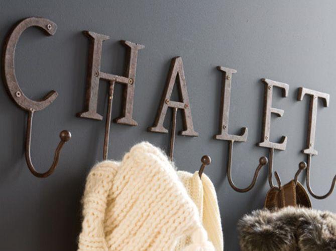 Portemanteau Chalet / Chalet hallstand : http://www.maison-deco.com/salon/deco-salon/Quand-la-deco-chalet-s-invite-chez-vous