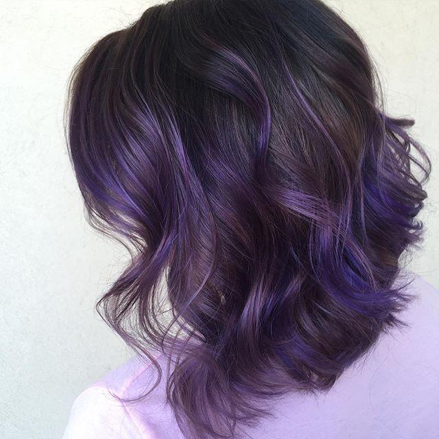 les 25 meilleures id es concernant m ches violettes sur pinterest cheveux violet subtil. Black Bedroom Furniture Sets. Home Design Ideas