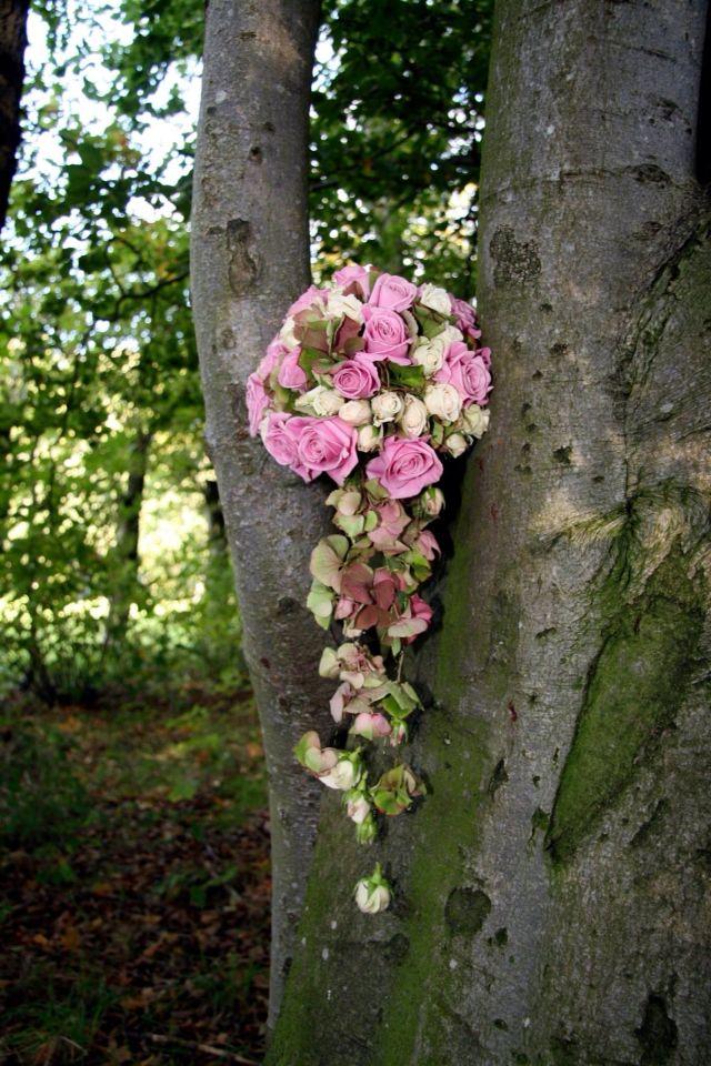 Brudbukett med rosor och hortensia