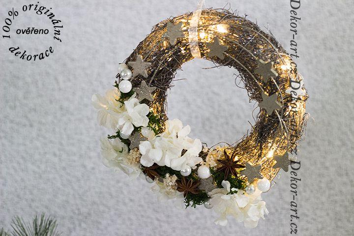 Svítící vánoční věnec na dveře - závěsný.