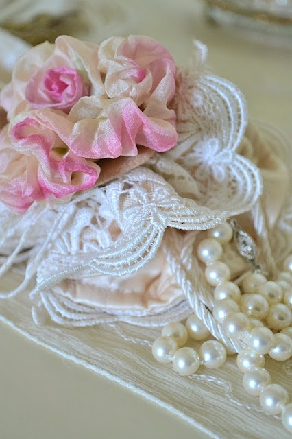 pink, white and cream~: Adore Pearls, Shabby Chic, Pretty Things, Roses, Pearls Hearts Lace, Precious Pearls, Pearls Lace, Jennelise Rose Pearls, Beautiful Things