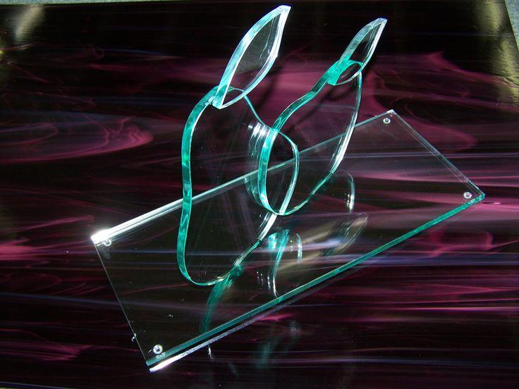 Gemaakt 8mm glas. Uit de hand gesneden, geslepen en gepolijst. Ter gelegenheid van het 25 jarig bestaan van een fruitbedrijf uit Noordoostpolder. Door Glasxtra