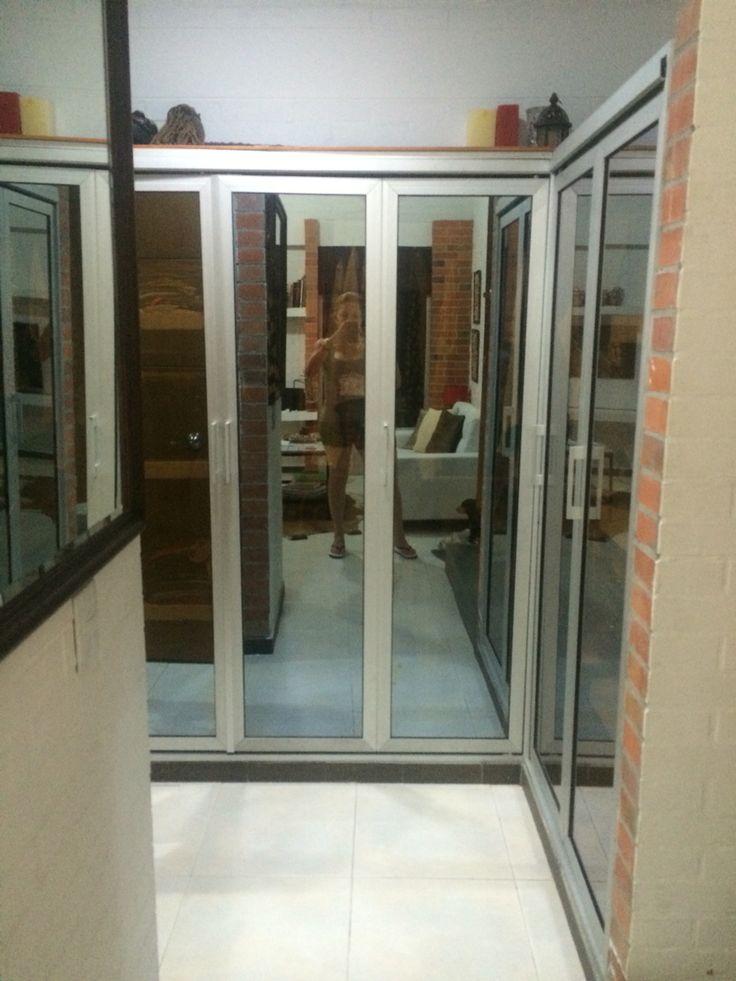 vestier con puertas en aluminio y vidrio espejo