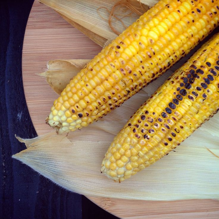 Grilled corn and the wraps for decoration