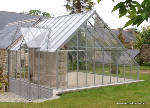 Stone masion with attached greenhouse~Blog Serres d'Antan : fabricant de Serres anciennes et Véranda