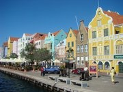 Willemstad, Curaçao, 2010: casario colonial holandês com colorido caribenho.  Foto: Leonardo Schneider (www.twitter.com/leoschneider71)