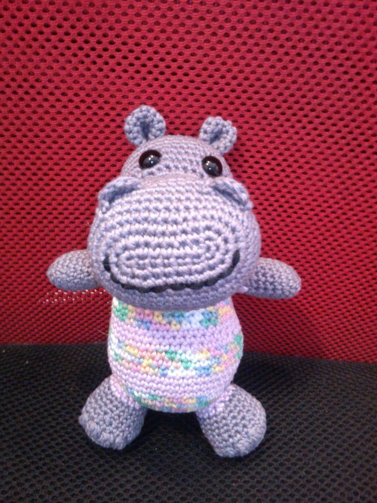 Víziló / Hippopotamus http://www.gombolyagmagazin.hu/lapszamok/item/51-gombolyag-magazin-2016-03-8-szam.html