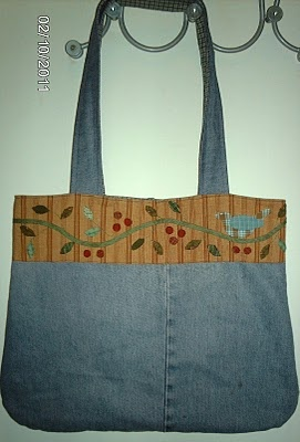 I just finished hand stitching the appliqued bands for four bags just like this,  they're much bigger than they look. LOTS of leaves.