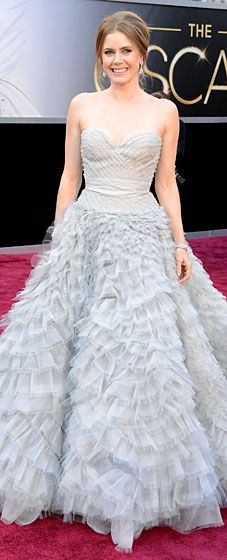 Amy Adams opted for a glamorous Oscar de la Renta gown and Moa jewelry at the 2013 Oscars