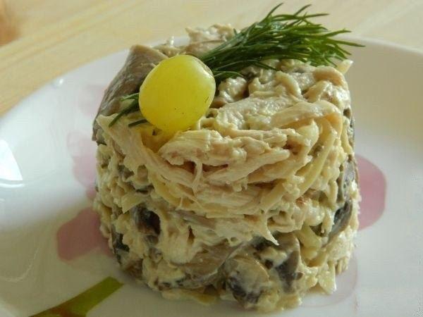 Самые вкусные рецепты: Грибной салат с курицей