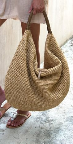 Supernatural Style | https://pinterest.com/SnatualStyle/  Summer tote
