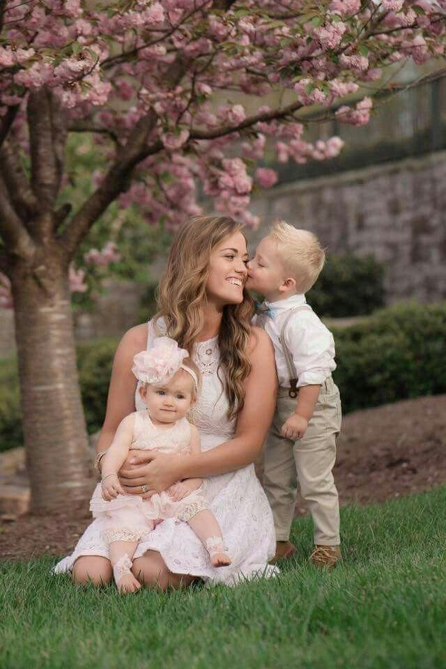 Witney Bates with her children's Bradley & Kaci Lynn