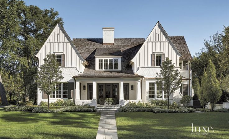 A Contemporary Napa Valley Residence with a Strong Outdoor Connection | LuxeDaily - Design Insight from the Editors of Luxe Interiors + Design
