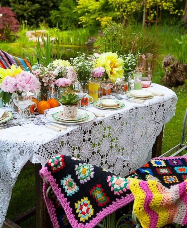 Detalhes em Crochê O crochê confere um lindo toque às mesas, velas, filtro dos sonhos e onde mais desejar!