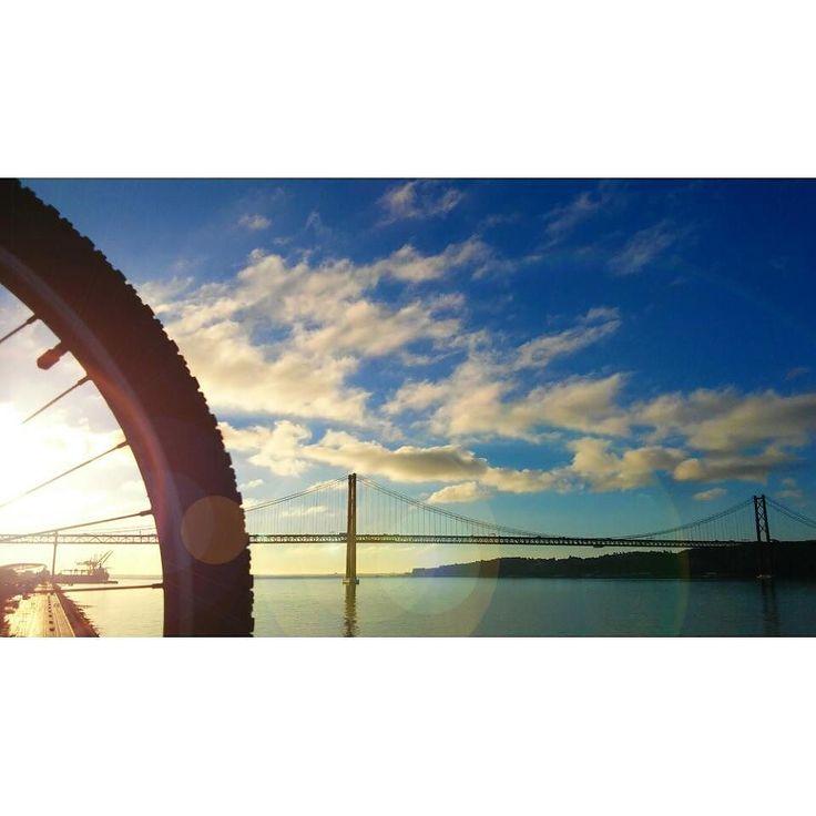 #sunrise #skycolors  #fromwhereweride #cycling #morningride #cyclistlife #ciclovia #bikelane #wymtm #girlsonbicycles #girlpower #lightbro  #sunriseandsunsetsaroundtheworld #water_brilliance #waterripples  #pedalaremlisboa #riotejo #bicicleta #bikelove #bici #bicycle #beautifullisbon #river #sunny #cyclingshots #lisboa  #ponte25deabril