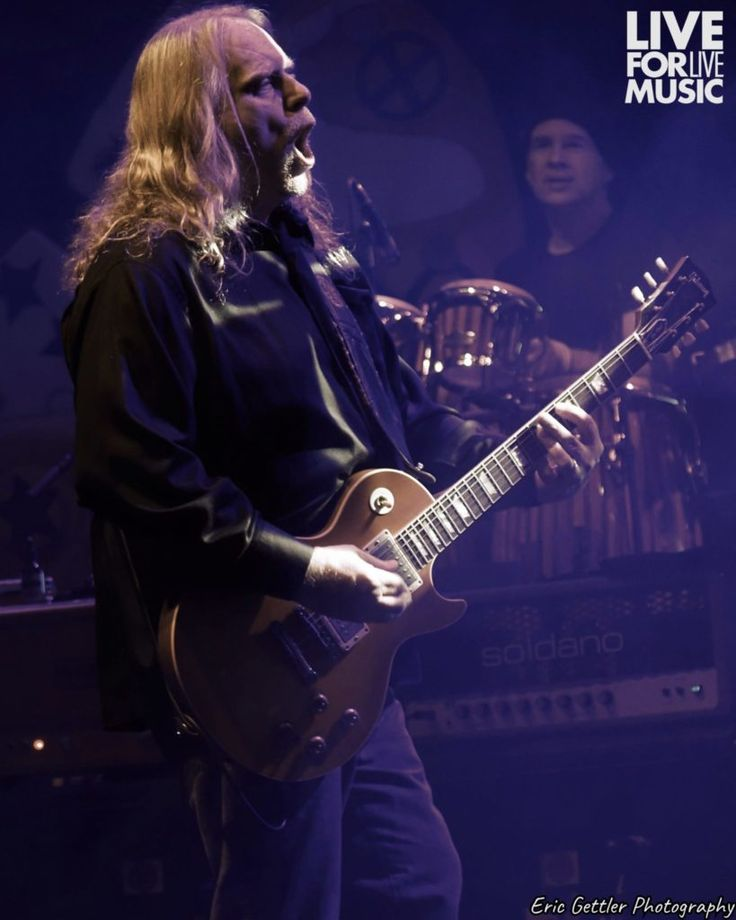 Gov't Mule closed out a busy 2017 at New York City's Beacon Theatre on Sunday night with a rocking Revolution-themed New Year's show.