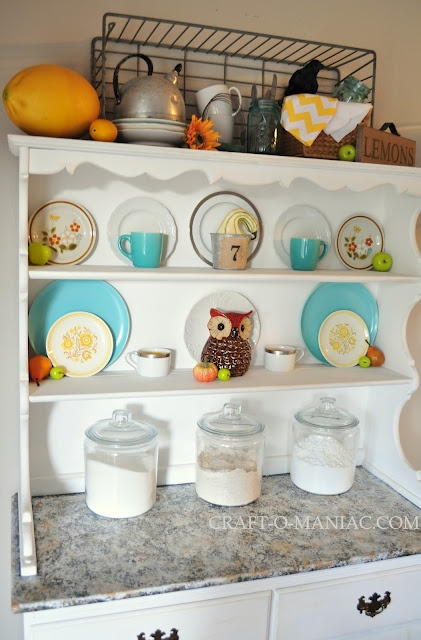 If This Isnu0027t Screaming To Be Put In My Kitchen, I Donu0027t Know What Is. That  Owl Is Amazing And Iu0027m Pretty Sure I Had Those Plates Growing Up!
