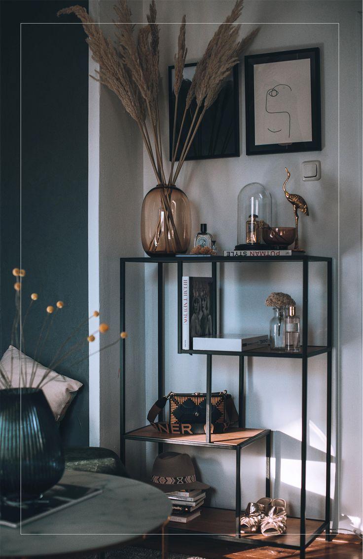 Schlafzimmer Deko mit Pampas Gras und Glas Vasen