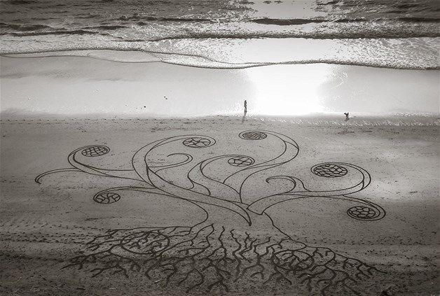 Image: Beach Art (© Andres Amador)