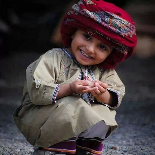 I absolutely loooove seeing omani boys dressed in their traditional wear. They look like little men! Oman - Omani Boy