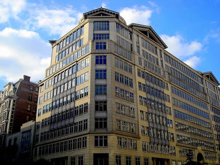 Nel 1997 inaugura l'edificio 600 Thirteenth Street N.W. a Washington DC