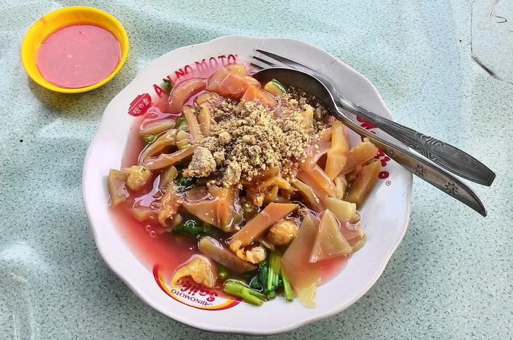 Rujak Shanghai served in Glodok Chinatown, Jakarta, Indonesia. Rujak Shanghai is a Chinese Indonesian delicacy made of pieces of water spinach, preserved squid, edible jellyfish, daikon and cucumber, served in thick sweet and sour sauce, sprinkled with peanuts granules and sambal.