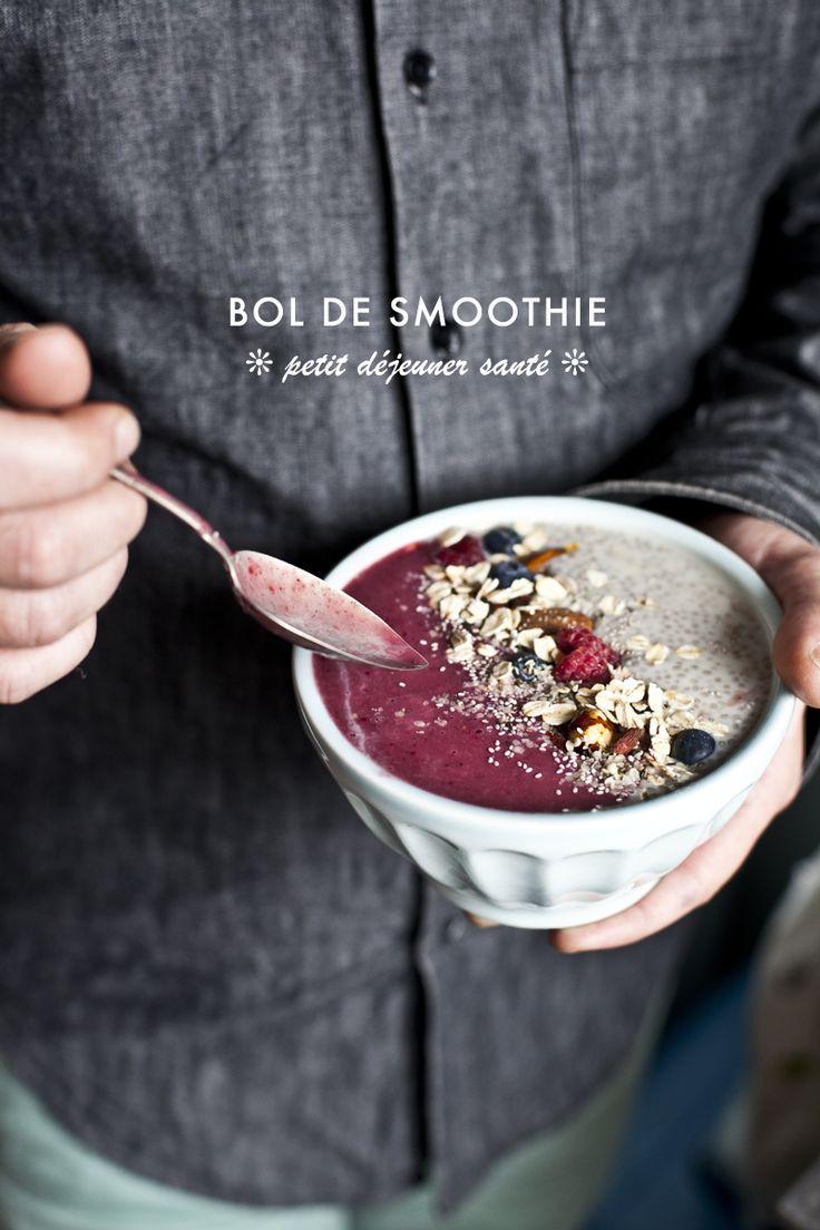 Bol de smoothie pour le petit déjeuner ©www.emiliemurmure.com