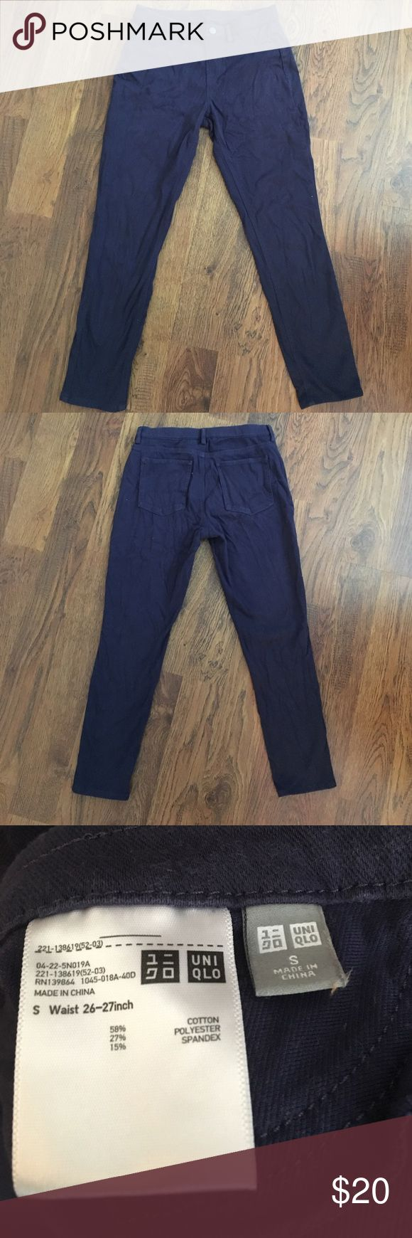 """Uniqlo cropped leggings pants, navy, size S. Cropped Uniqlo """"leggings pants"""" in navy, size S. Only worn a few times! Please contact me with any questions or offers :) Uniqlo Pants Leggings"""