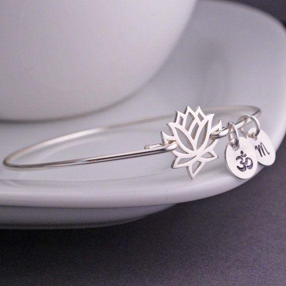 Bracelet fleur de lotus / OM en argent .