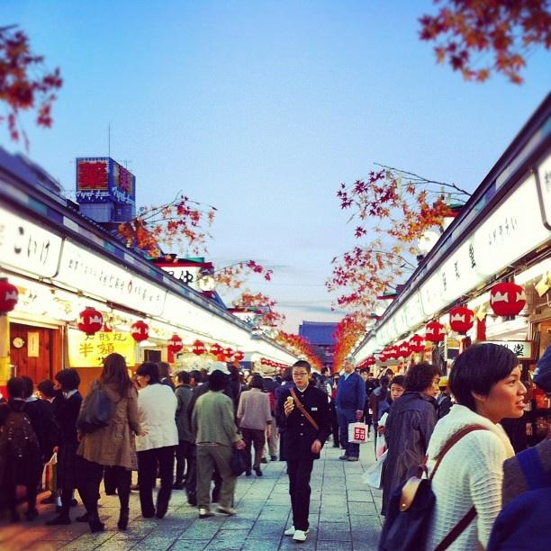 En arrivant sur le Temple de Senso-Ji - Tokyo, Japon