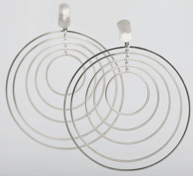Cerchio in oro bianco #collezionemovimenti #mariaclaudiagioielli