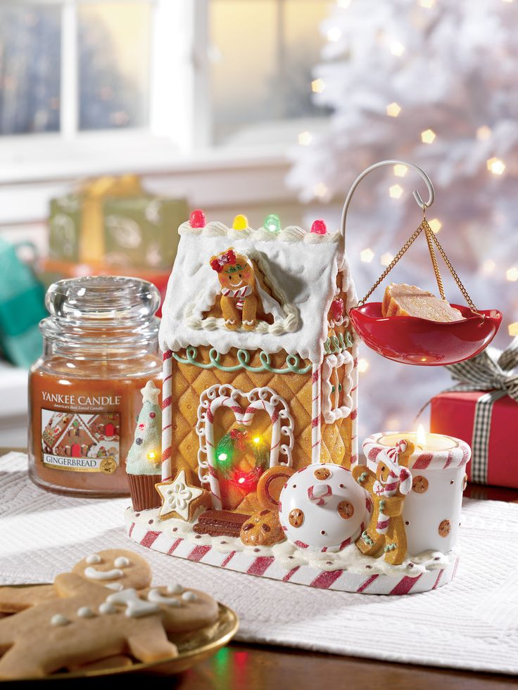 Yankee Candle heaven!! Literally can't get enough of this stunning LED Gingerbread Man Tart Burner! Smothered in glitter and such fantastic quality, will last for years! In stock www.YankeeAromaDirect.co.uk