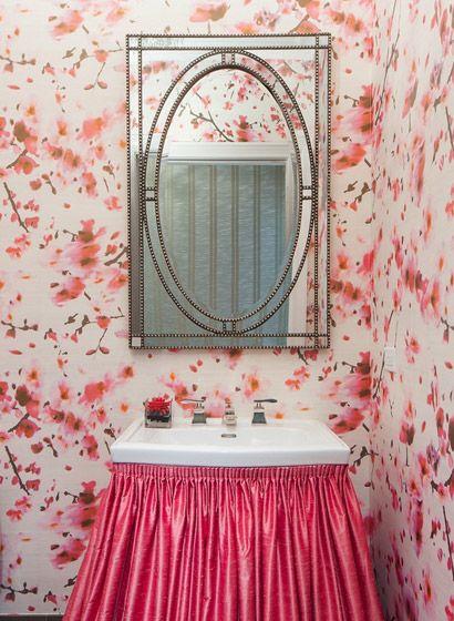 Florales Motiv für das Badezimmer: Blüten-Tapete Are You Passionate von Élitis