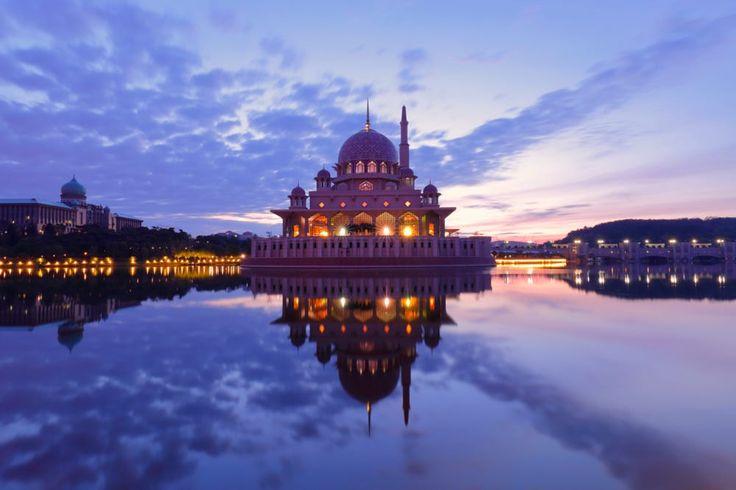 Putrajaya Mosque by Gareth Ellis on 500px