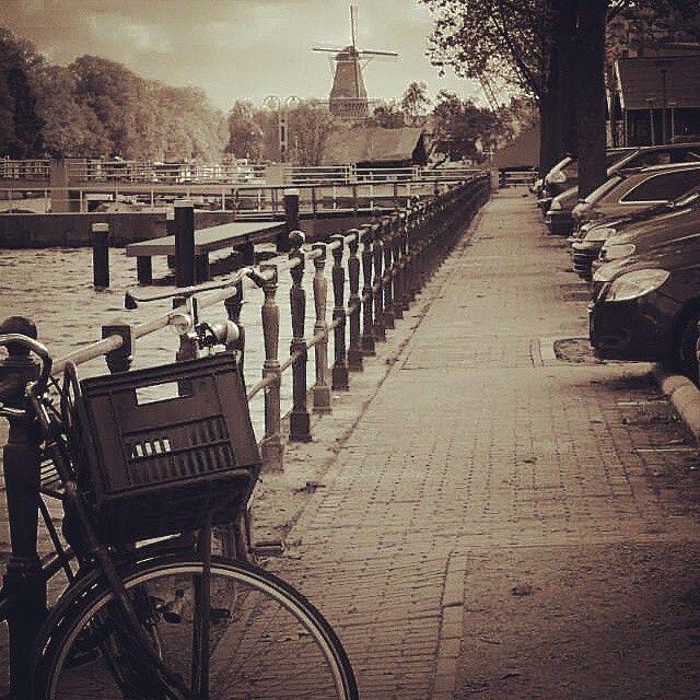Walking around Amsterdam. E.M.  #amsterdam #street #river #holiday #holland