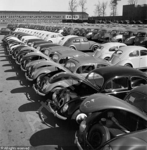 Volkswagen Factory, Wolfsburg: Delivery Area for VW Standard (Peter Keetman)