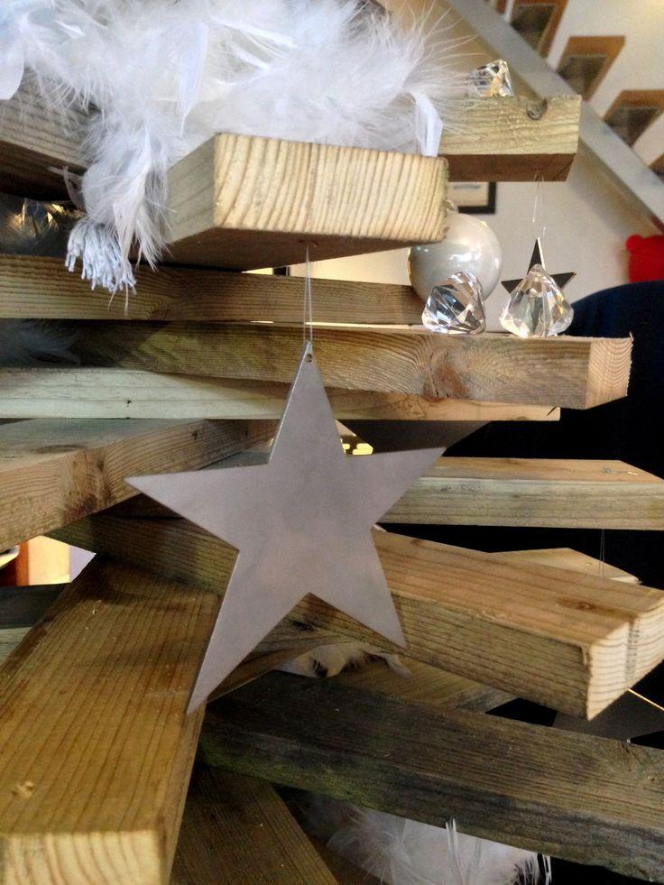 Décoration - Étoile de noël en inox - Art Métal Concept Quimper - http://artmetalconcept.e-monsite.com/album/agencement-interieur/