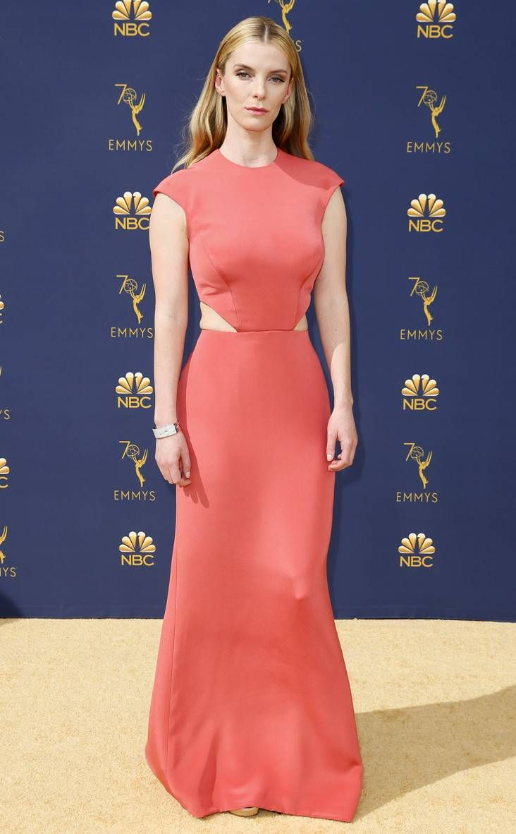 Betty Gilpin From 2018 Emmys Red Carpet Fashion Fashion