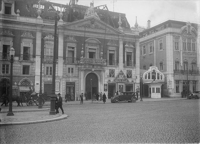 Ascensor da Glória, Lisboa, Portugal by Biblioteca de Arte-Fundação Calouste Gulbenkian, via Flickr