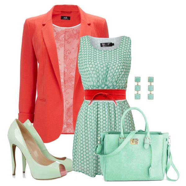Мятные туфли, голубое платье, красный пиджак, красные аксессуары, голубая сумка, украшения