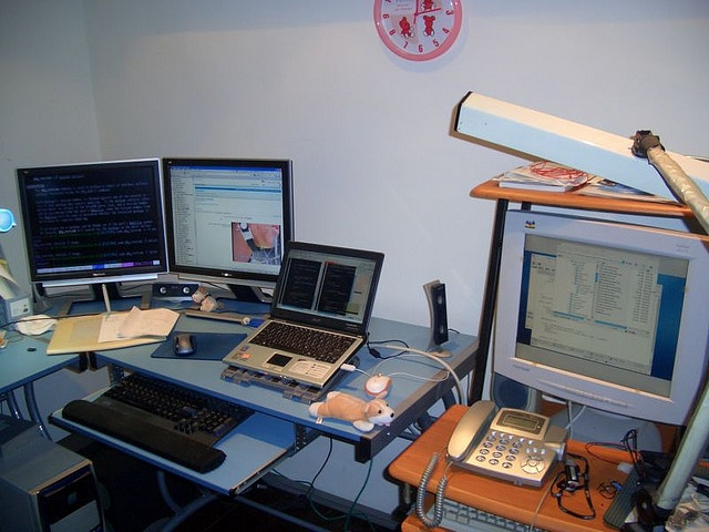 Multi screen desktop from 2005