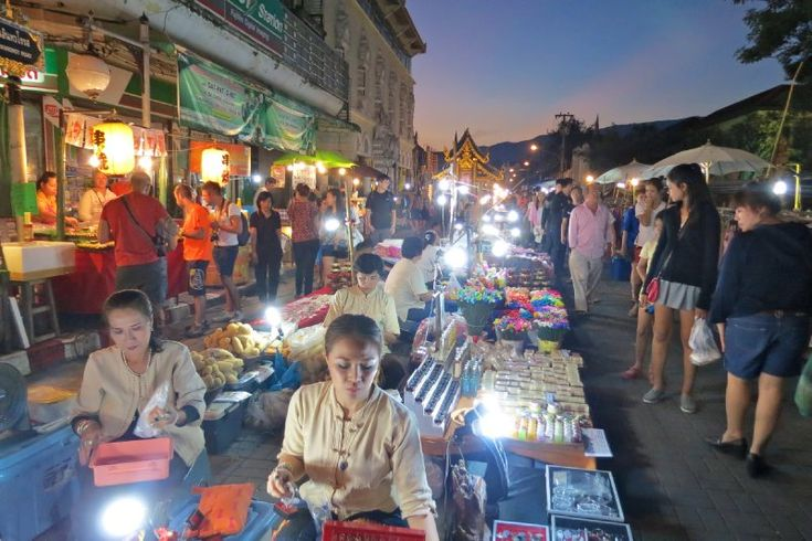 Chiang Mai market // walking street