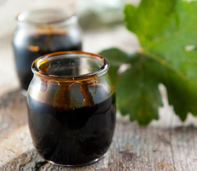 The traditional petimezi (molasses) is the grape syrup that is produced through the condensation of must from fresh, ripe grapes.