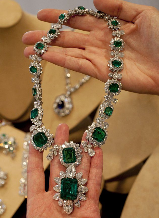 Necklace with attached pendant/brooch from Elizabeth Taylor's Bulgari emerald and diamond suite. Via Diamonds in the Library.