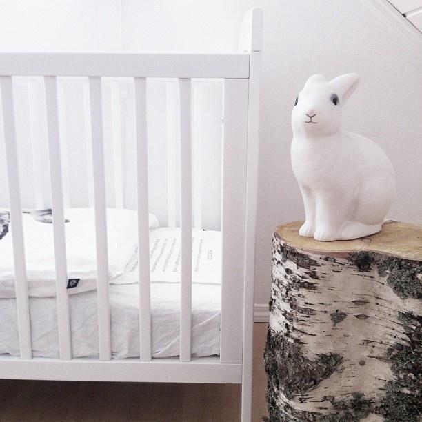 Babyrom. Er så fornøyd med det nye sengesettet til Guro. by nord.#heico #kaninlampe #bunnyonastump