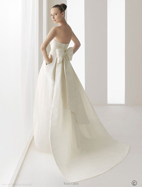 Another structured gown, this one called Ros. I'm in love with the gorgeous bow and simple, clean lines of this dress which has an adorable silhouette of a tulip bud . Oh! And pockets! How cute are wedding gowns with pockets?