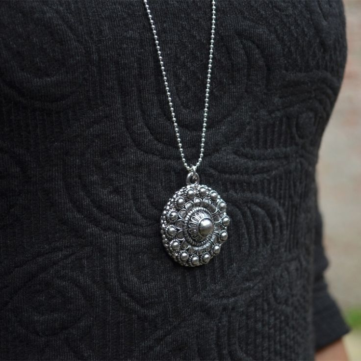 Zeeuwse knoop ketting grote hanger | Zeeuwse knop kettingen | BEADLE Kralen, sieraden, workshops & wonen